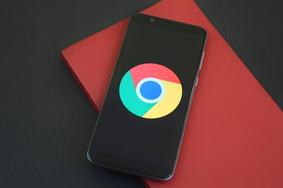 Logo of Google chrome on a mobile phone, illustrating the importance of mobile users