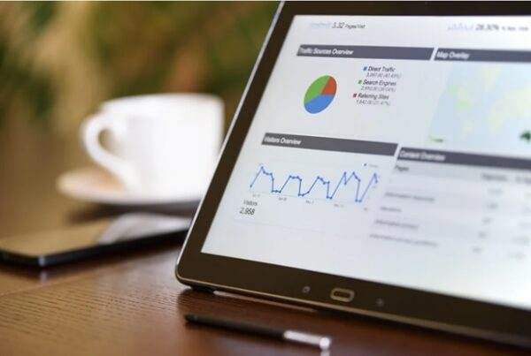A screen shows SEO metrics that help with digital marketing